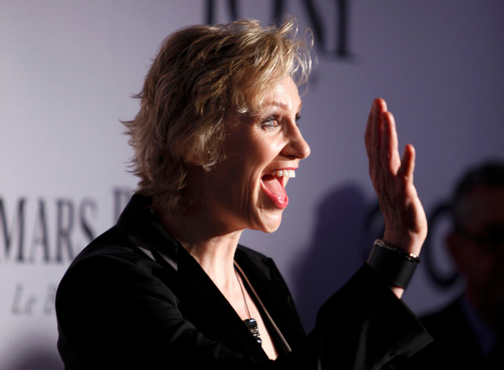 . Actress Jane Lynch arrives to the American Theatre Wing\'s annual Tony Awards in New York June 9, 2013. REUTERS/Carlo Allegri