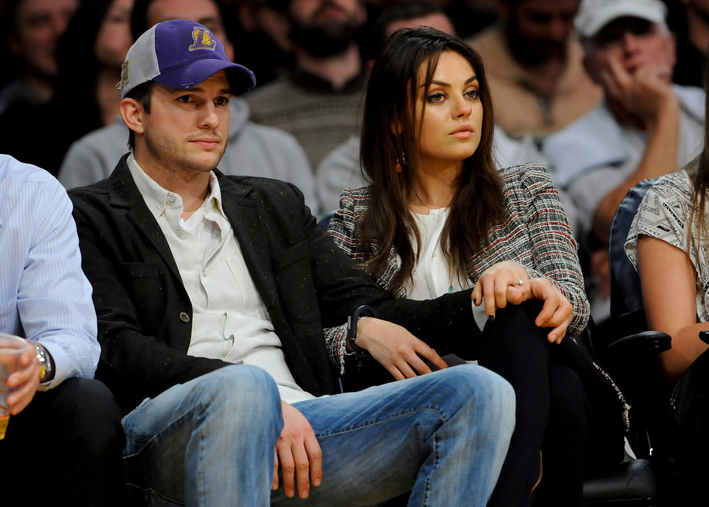 . The newly engaged actors Ashton Kutcher and Mila Kunis attend an NBA basketball game between theNew Orleans Pelicans and Los Angeles Lakers, Tuesday, March 4, 2014, in Los Angeles. The Pelicans won 132 to 125. (AP Photo/Gus Ruelas)