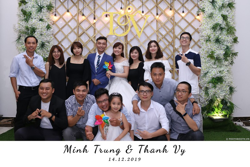 Trung-Vy-wedding-instant-print-photo-booth-Chup-anh-in-hinh-lay-lien-Tiec-cuoi-WefieBox-Photobooth-Vietnam-017.jpg
