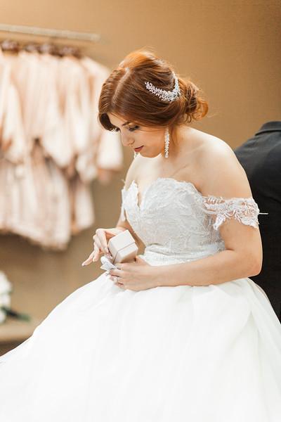Alexandria Vail Photography Wedgewood Fresno Wedding Alexis   Dezmen245.jpg