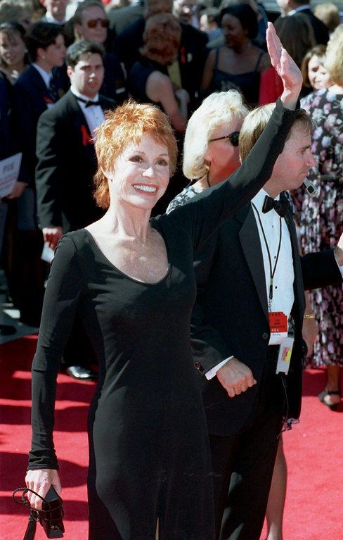 . Mary Tyler Moore waves to the crowd as she arrives Sunday afternoon, September 10, 1995, for the 47th Annual Primetime Emmy Awards at the Pasadena Civic Auditorium in Pasadena, Calif. (AP Photo/Chris Pizzello)