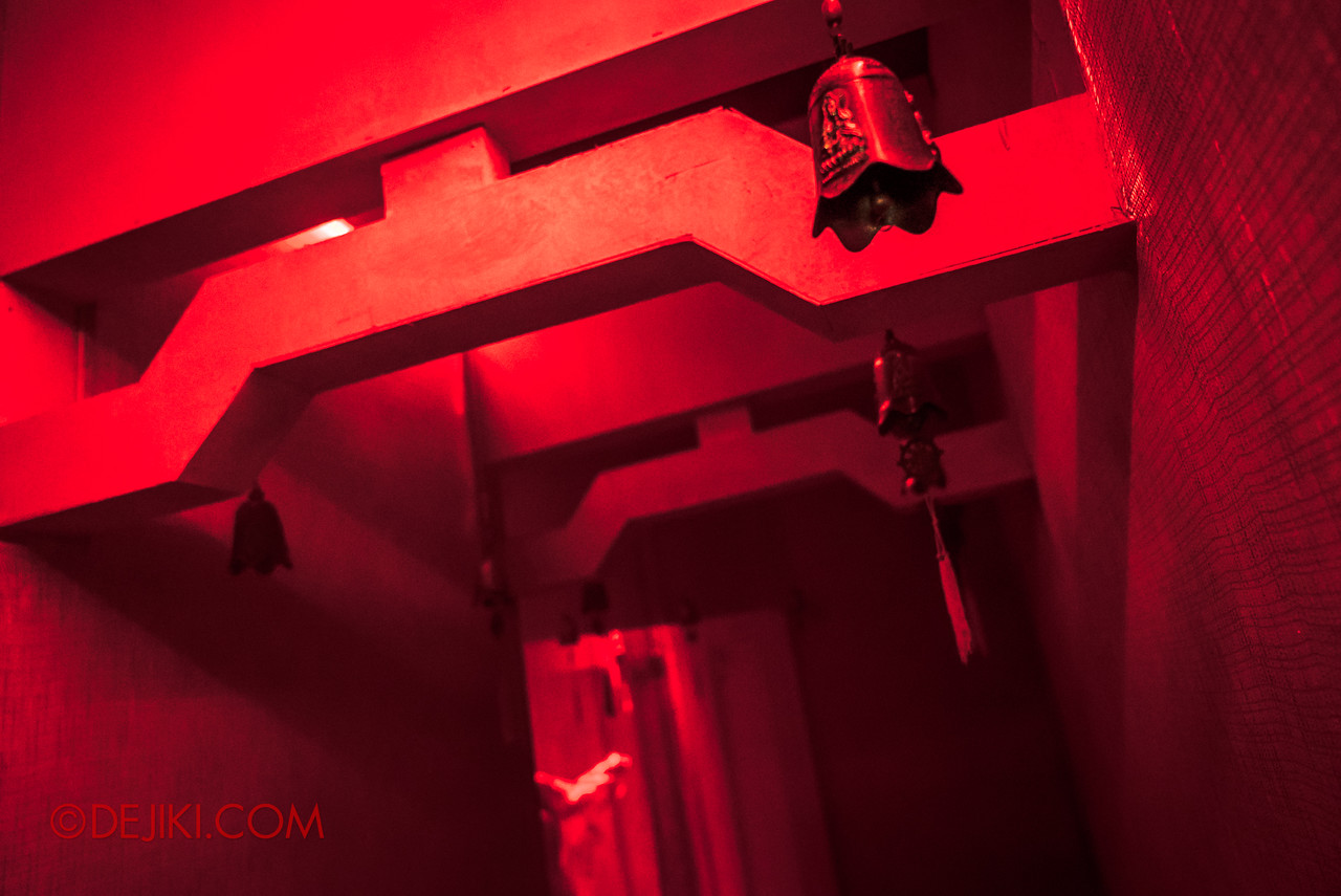 USS HHN8 Pagoda of Peril haunted house – Chamber of Chimes
