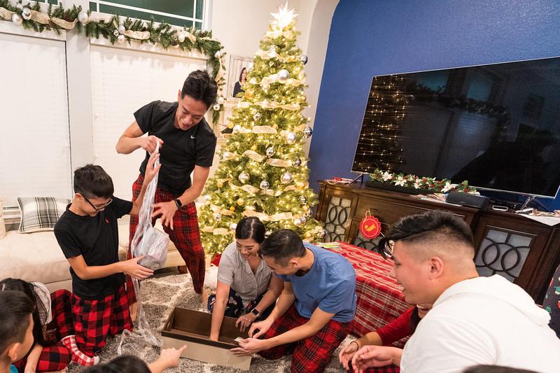 20191225_christmas-ho-family_075.jpg