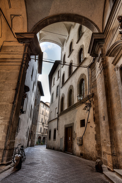 archway-over-alleyway-florence-italy.jpg