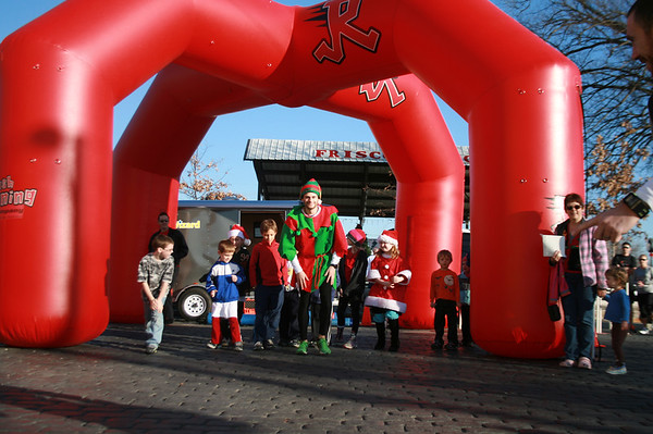 Elf Chase Fun Run - ROGERS