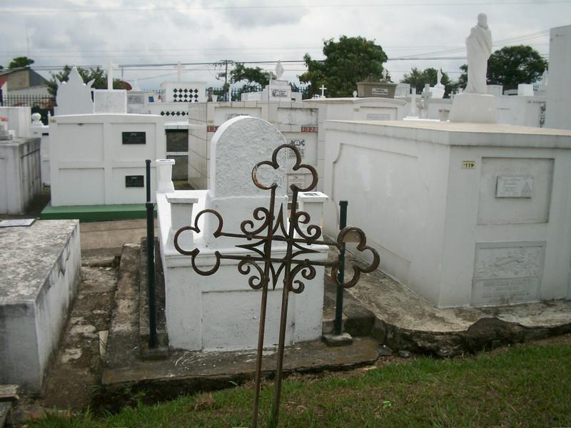 EscazuCentro_Cemetery1bCross.jpg