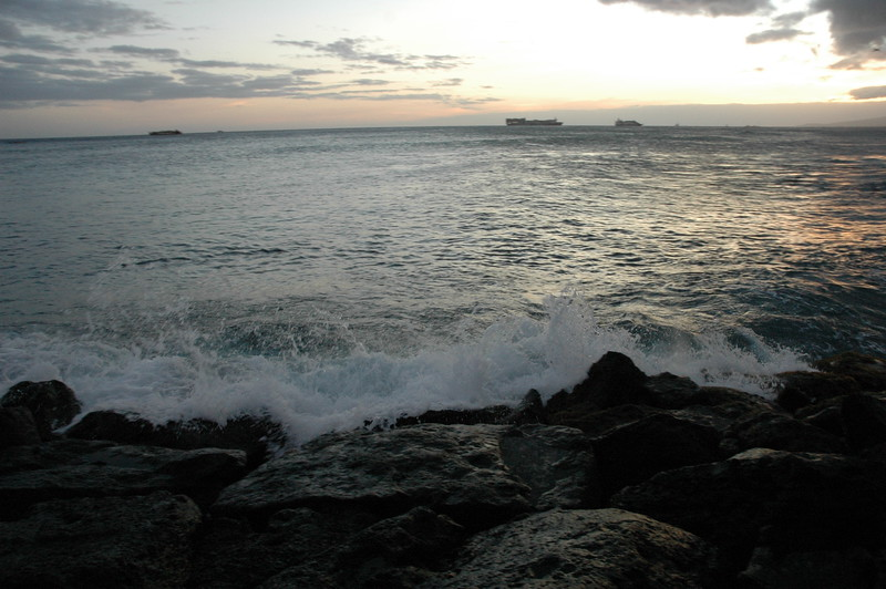 Hawaii - Ala Moana Beach Sunset-120.JPG