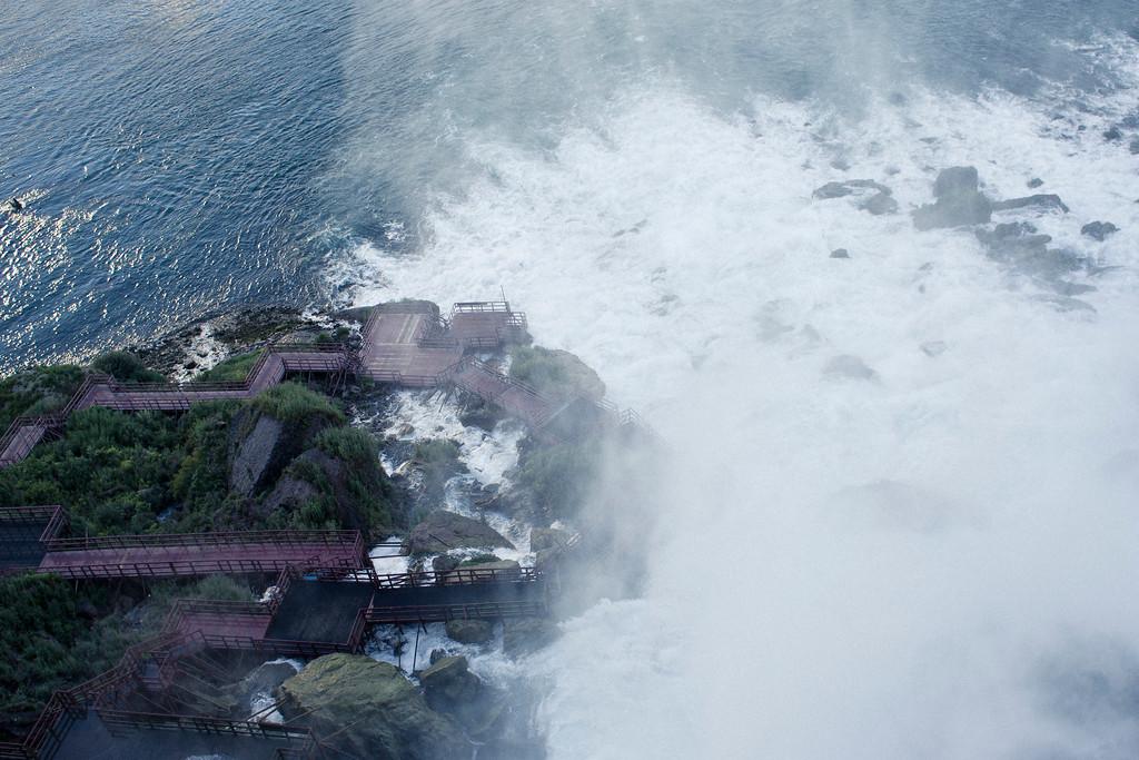 alexandergardner-Niagara-20110823-35