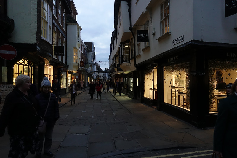 Low Petergate_York_England_GJP03207.jpg