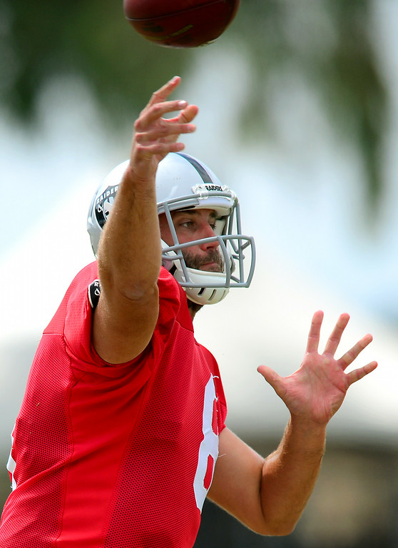 . Raider QB Matt Schaub passes at the Cowboys-Raiders practice in Oxnard, Wednesday, August 13, 2014. (Photo by Michael Owen Baker/Los Angeles Daily News)