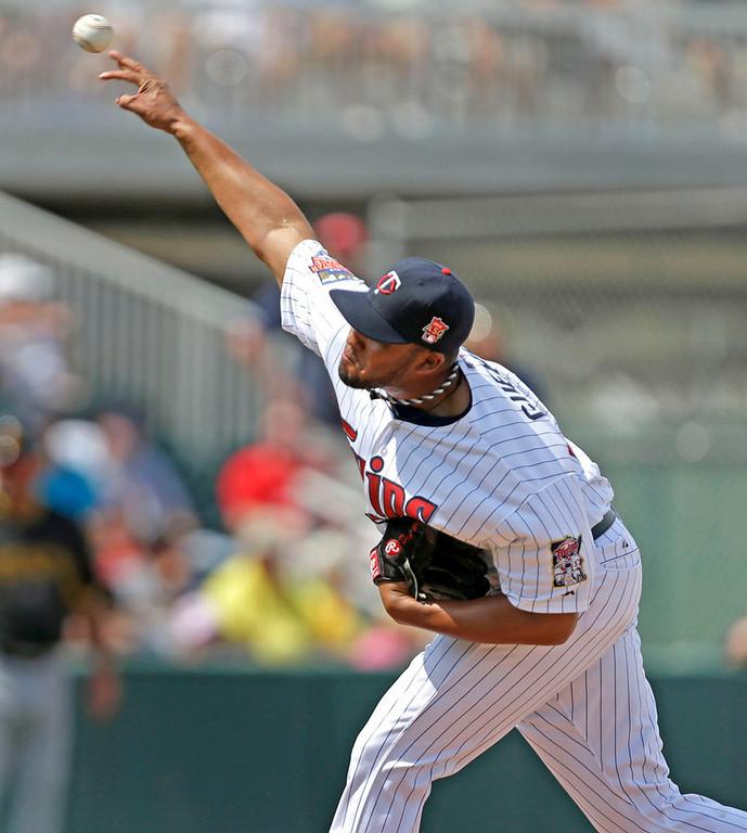. Twins relief pitcher Matt Guerrier throws a scoreless fourth inning against the Pirates. (AP Photo/Gerald Herbert)