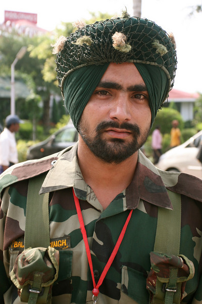 I knew Sikhs didn't have to wear motorcycle helmets because of their turbans. It didn't cross my minds that Sikh soldiers could wear a turban instead of a combat helmet.