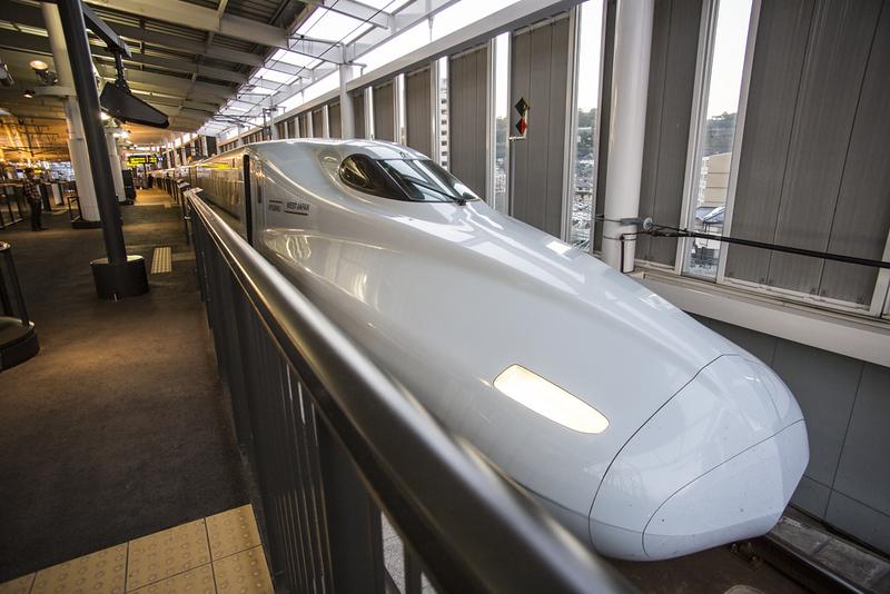 Shinkansen in hiroshima. Editorial credit: 10 FACE / Shutterstock.com