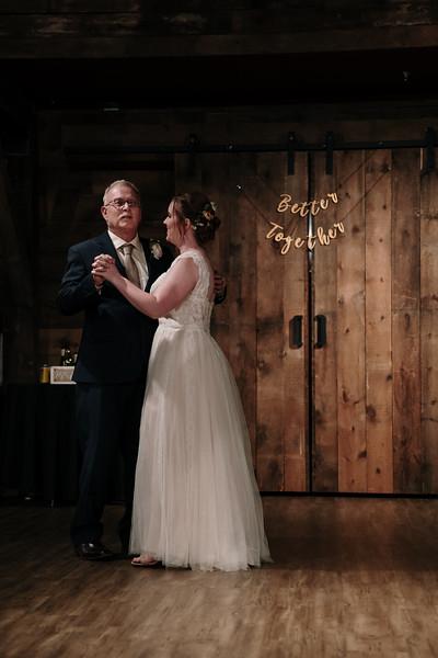 rustic_ohio__fall_barn_wedding-393.jpg
