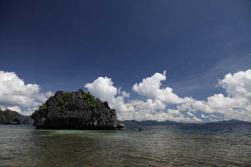 Sekretna laguna - schowana podczas przyplywu, podczas odplywu mozna do niej wejsc przez skalne okno.  Plaża nie jest schowana :
