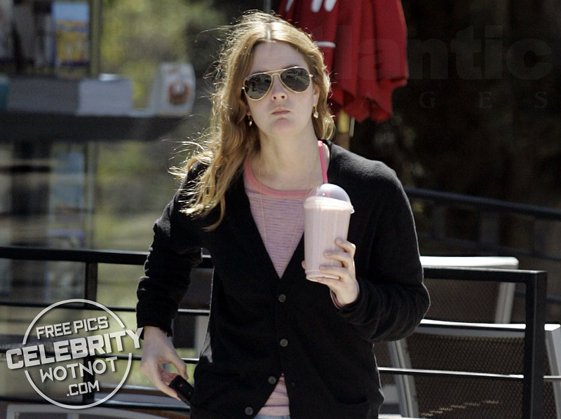 EXCLUSIVE: Drew Barrymore Sips On The Go In Hollywood, Los Angeles