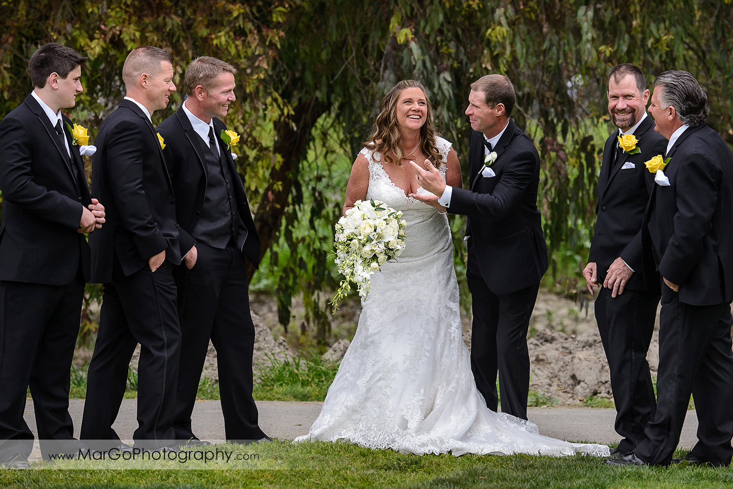bride and groomsmen at Las Positas Golf Course in Livermore