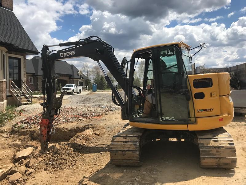 NPK PH4 hydraulic hammer on Deere 85G - breaking sanestone  5-20 (2).jpeg