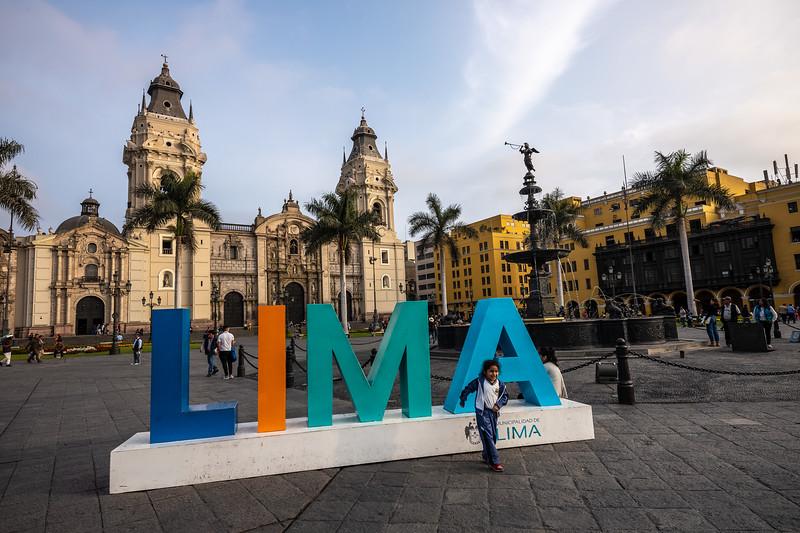 Lima sign with childPlaza Mayor.jpg