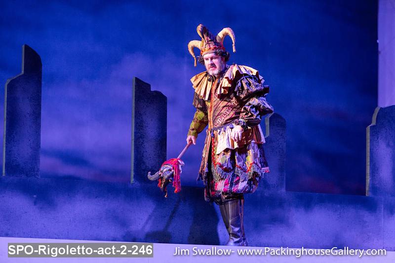 SPO-Rigoletto-act-2-246.jpg