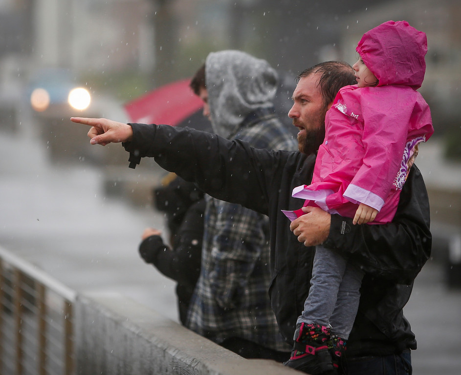 . Arnalado Mejia and daughter Sophia Mejia, 3, of Hayward, watch waves crash in Pacifica, Calif., on Thursday, Dec. 11, 2014. (John Green/ Bay Area News Group)