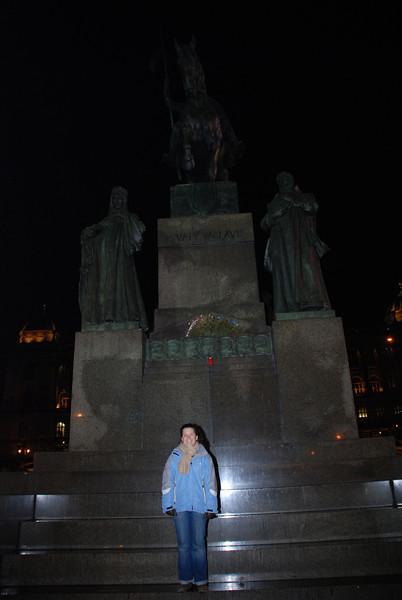 Anna and Winselas Statue 3.JPG