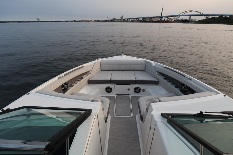 SLX-R-350-Outboard-bow-seating-1.JPG