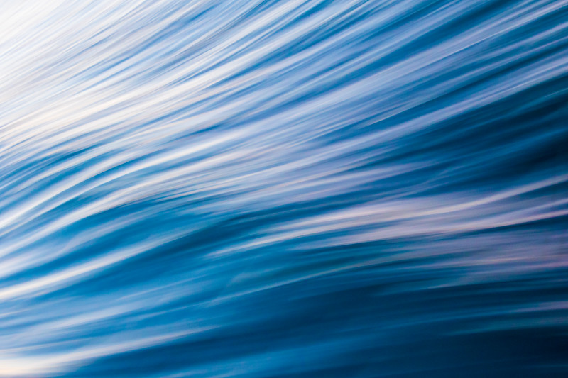 Ocean waves are blurred thanks to the use of a slow shutter speed, that create these streaks in an abstract way