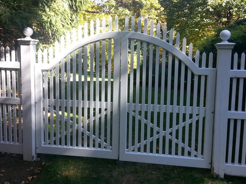185 - Chappaqua NY - Arched Nantucket Double Gate
