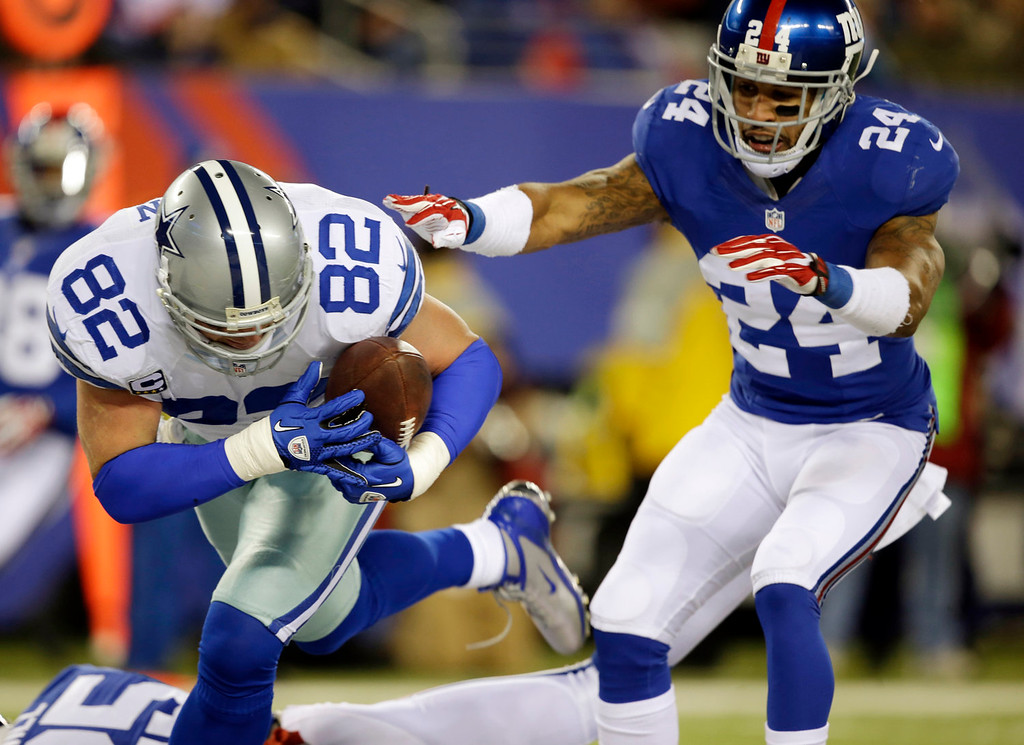 . Dallas Cowboys tight end Jason Witten (82) catches a touchdown pass as New York Giants cornerback Terrell Thomas (24) defends on the play during the first half of an NFL football game Sunday, Nov. 24, 2013, in East Rutherford, N.J. (AP Photo/Seth Wenig)