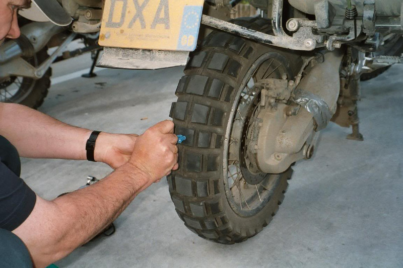 6_r1200gs_tyre_puncture_repair.jpg