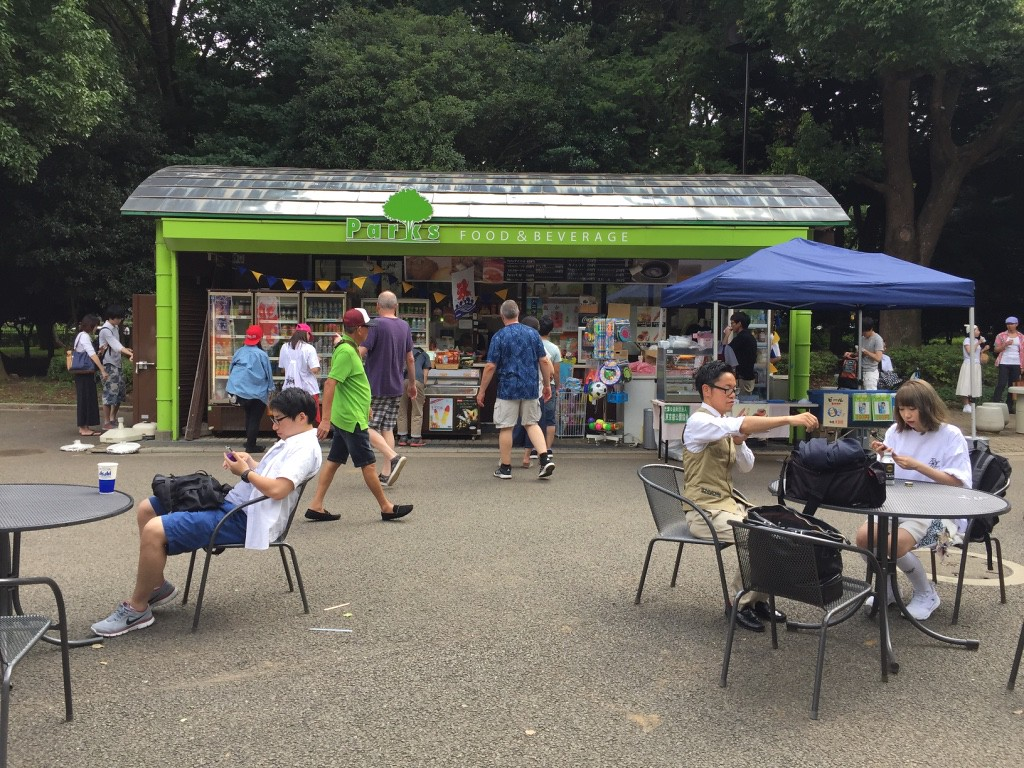 Refreshment shack at the park-side main entrance