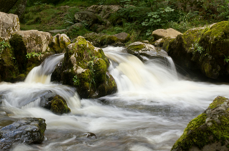 cascade split by rocks.jpg