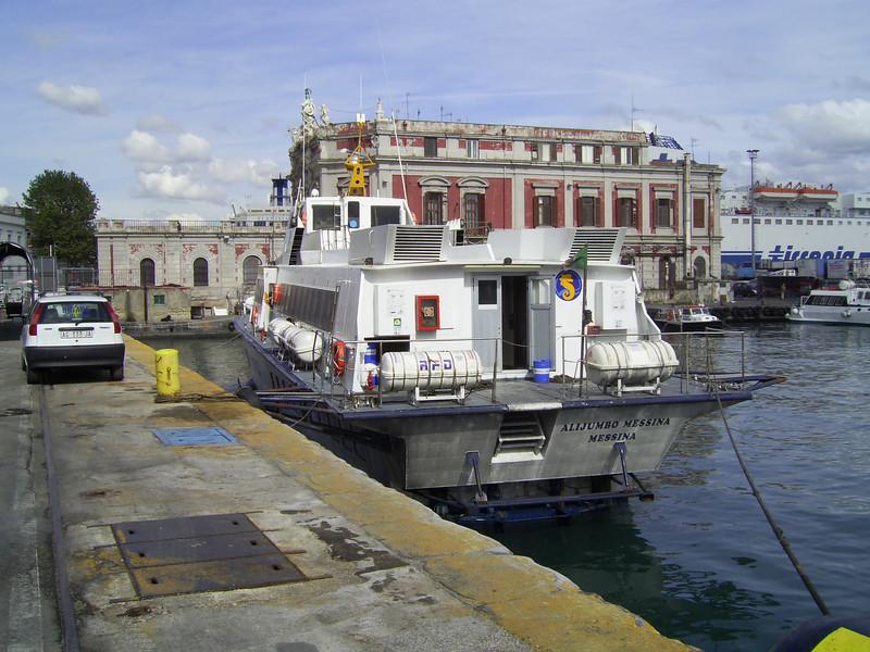 Hydrofoil ALIJUMBO MESSINA in Napoli.