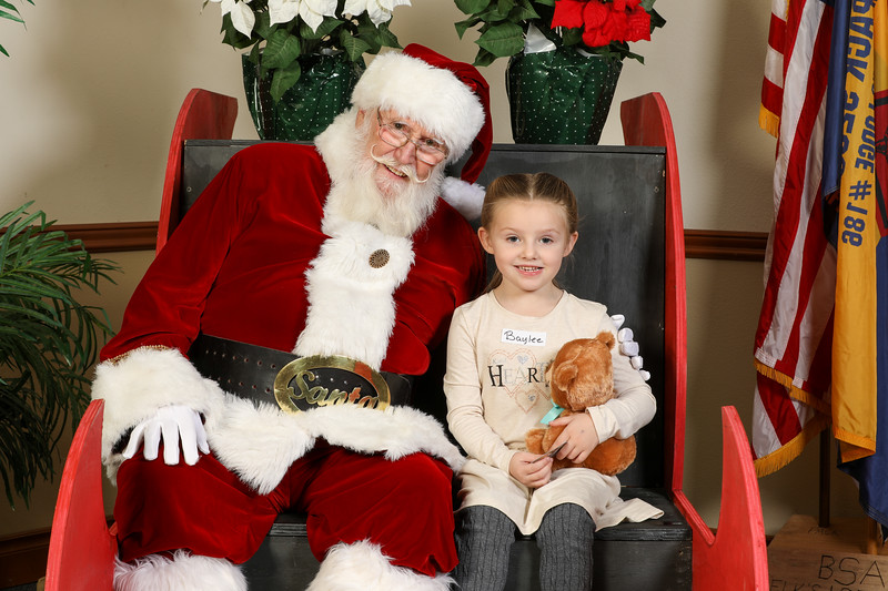 TBTP 2019 Photos with Santa-5.JPG