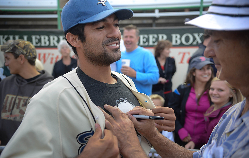 . Bill Murray signs a T-shirt of a Saints player before the game. (Pioneer Press: Ben Garvin)
