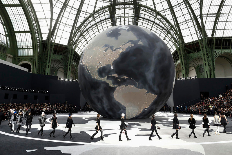 . Models present creations by German designer Karl Lagerfeld for French fashion house Chanel as part of his Fall-Winter 2013/2014 women\'s ready-to-wear fashion show during Paris fashion week March 5, 2013. REUTERS/Benoit Tessier