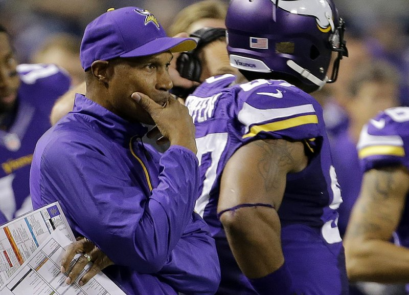 ". <p>3. LESLIE FRAZIER <p>Can�t wait to surprise everybody with his choice of s****** quarterback. (unranked) <p><b><a href=\'http://www.twincities.com/sports/ci_24418607/vikings-starting-quarterback-surprise-leslie-frazier-says\' target=""_blank\""> HUH?</a></b> <p>    (AP Photo/Ann Heisenfelt)"