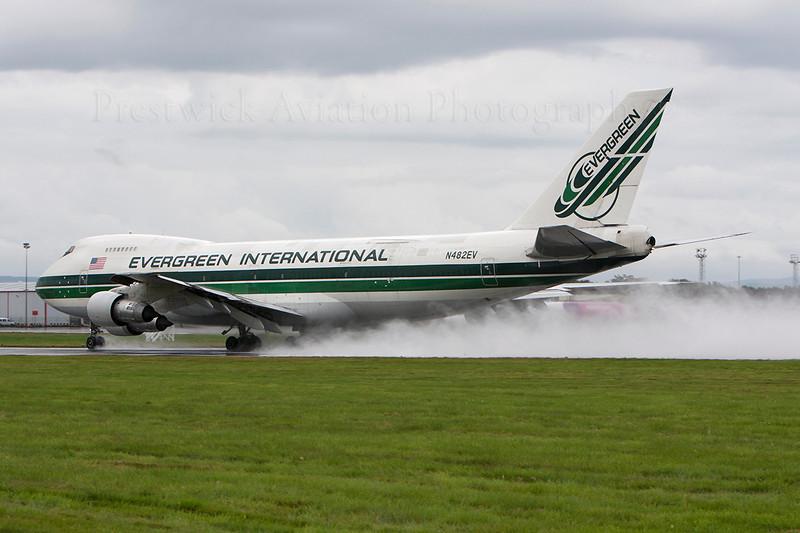 N482EV. Boeing 747-212B(SF). Evergreen International. Prestwick. 080808.