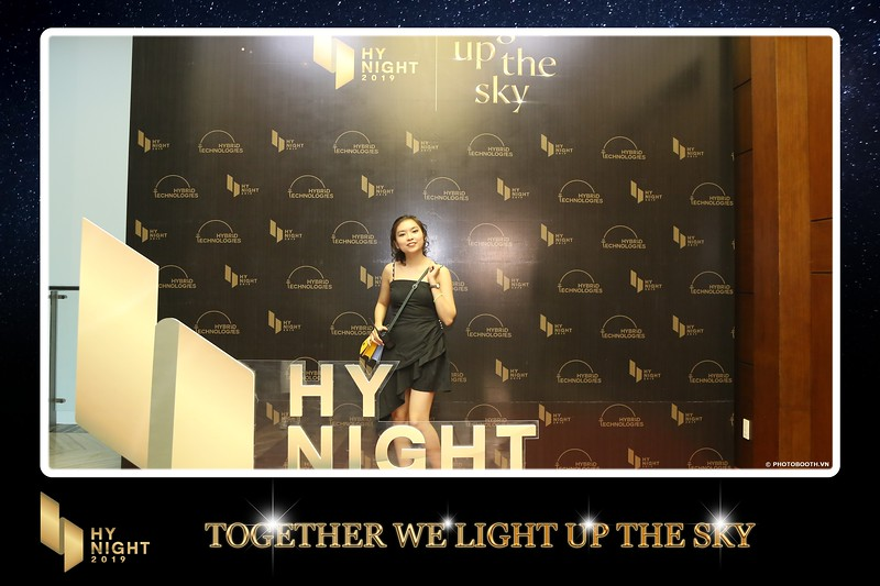 Buzz-Comm-Year-End-Party-instant-print-photo-booth-at-New-World-Saigon-Chup-hinh-lay-lien-Tat-nien-WefieBox-Photobooth-Vietnam-001.jpg