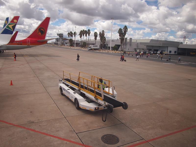 P3291265-luggage-loader.JPG