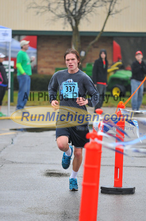 Finish, Gallery 1 - 2012 Shelby Twp. Jingle Bell Run