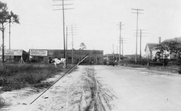 1928-Stockton at Enterprise Street.jpg