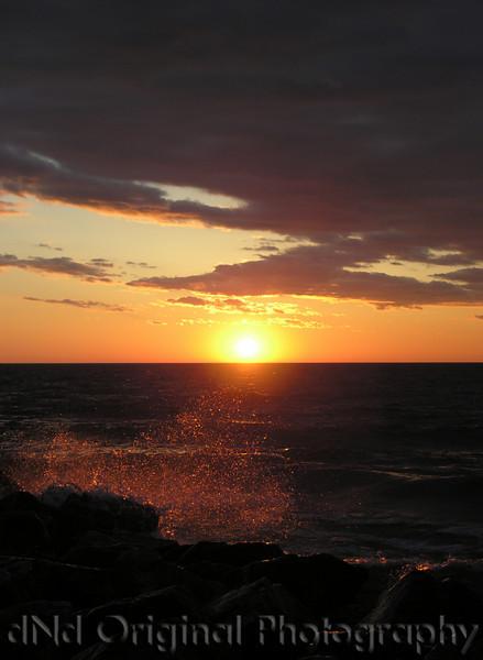 2006 Mich Trip 062 - Sunset with splash