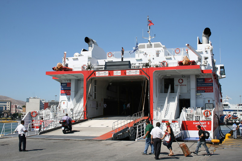 HSC HIGHSPEED 5 embarking in Piraeus.
