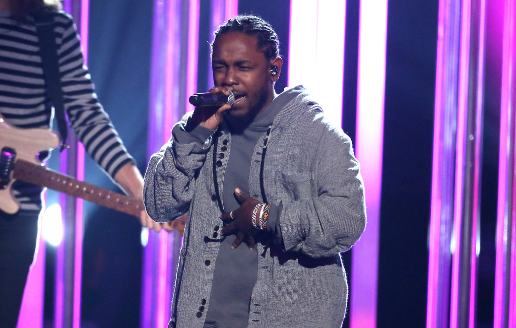 ". Kendrick Lamar performs ""Don\'t Wanna Know\"" at the American Music Awards at the Microsoft Theater on Sunday, Nov. 20, 2016, in Los Angeles. (Photo by Matt Sayles/Invision/AP)"