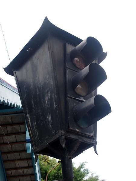 P4146787-old-traffic-light.JPG