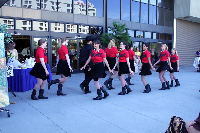 5627 In Cahoots Dancers.jpg