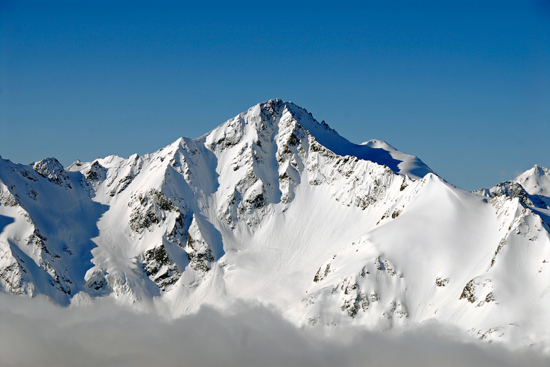 080502 1710 Russia - Mount Elbruce - Day 2 Trip to 15000 feet _E _I ~E ~L.JPG