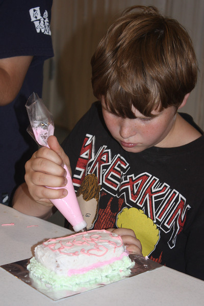 Mid-Week Adventures - Cake Decorating -  6-8-2011 134.JPG